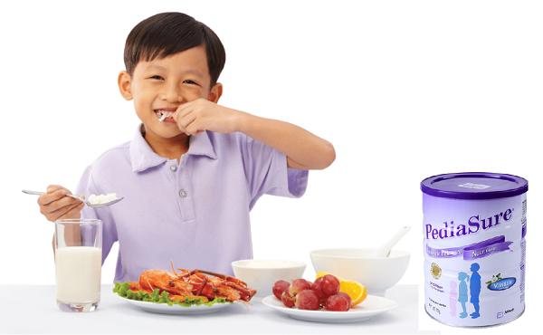 Sữa Pediasure Úc giúp bé bớt biếng ăn